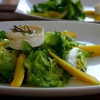 Salat mit Ziegenkäse und Mango