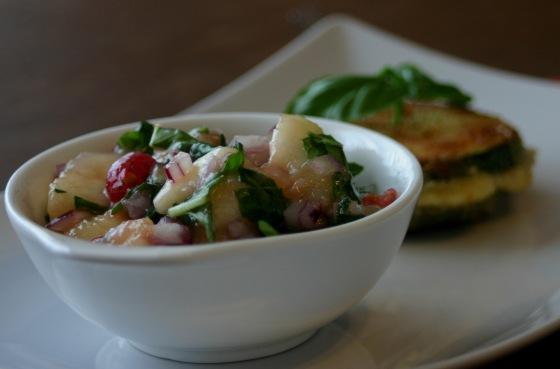 Zucchiniplätzchen mit Pfirsichsalsa