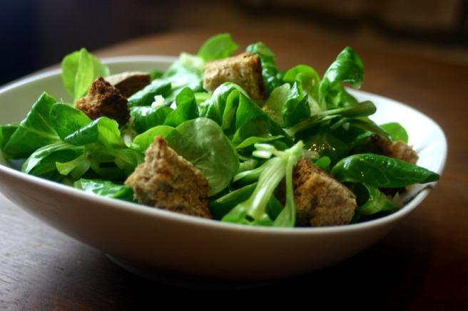 Salat zum veganen Kartoffelgratin