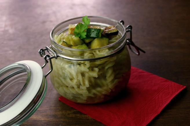 Nudeln in Gorgonzolasoße mit Zucchini