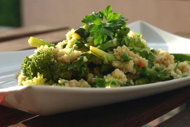 grüner couscous mit Spargel