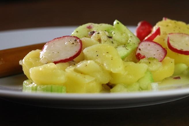 veganer gurken-kartoffelsalat