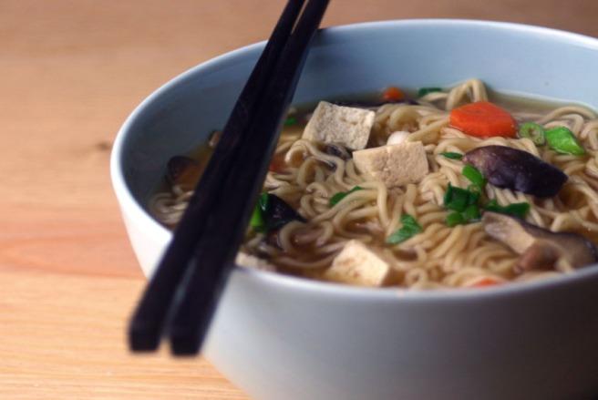 Vegane Misosuppe mit Mie-Nudeln