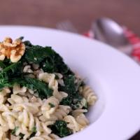 Walnuss-Pesto mit frischem Blattspinat