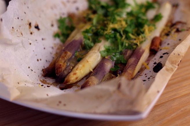 Spargel aus dem Ofen mit (veganer) Zitronenbutter