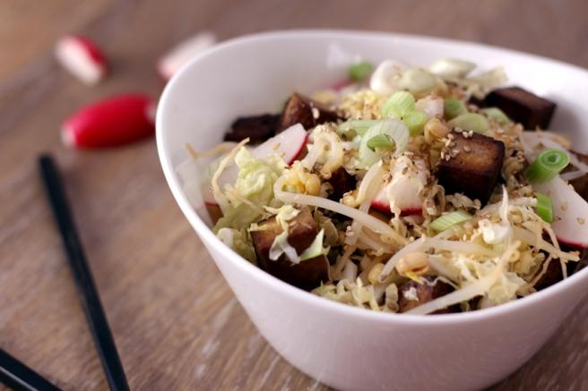 Veganer Asia-Salat mit Grapefruitdressing