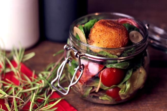 Spinatsalat mit frittiertem Mozzarella