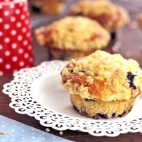 Blaubeer-Muffins mit Kardamomstreusel