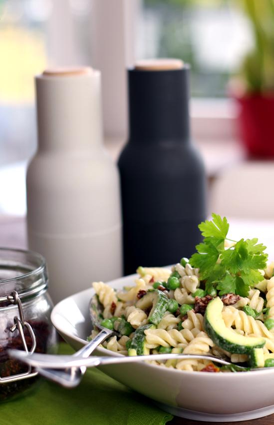 Nudelsalat mit Tahini-Dressing vegan Rezept
